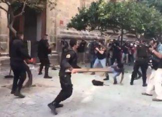 Tras marcha por Giovanni, exhiben agresiones de policías a manifestantes