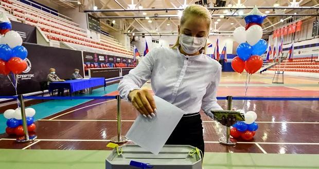 Rusos votan para aprobar posible reelección de Putin hasta 2036