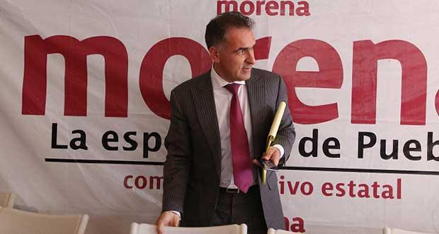 Bracamonte se aferra a CEE de Morena en Puebla; impugna destitución