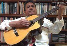 Repasando canciones escritas y con rutina distinta, vive Pedro el confinamiento