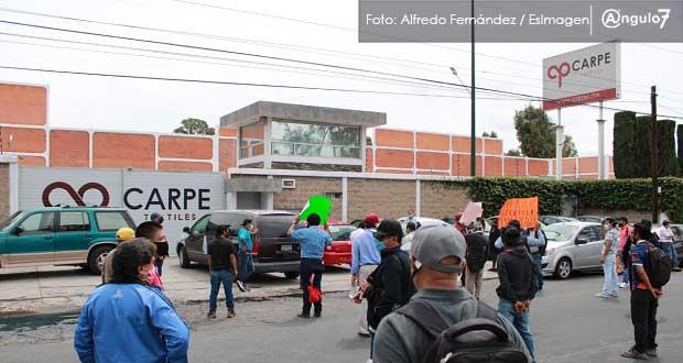 Trabajadores de Carpe Textil acusan despidos injustificados y bloquean entrada