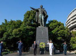 AMLO visita monumentos a Juárez y Lincoln en Washington