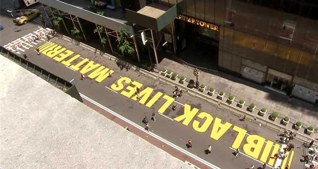"Pintan ""Black Lives Matter"" frente a Torre Trump, en Nueva York"