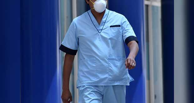 En protesta, enfermeros del Issstep exigen menos jornadas dobles y seguro
