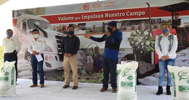 Karina Pérez entrega 113 toneladas de fertilizante a sanadreseños
