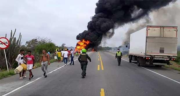 7 muertos y decenas de heridos por explosión de pipa en Colombia