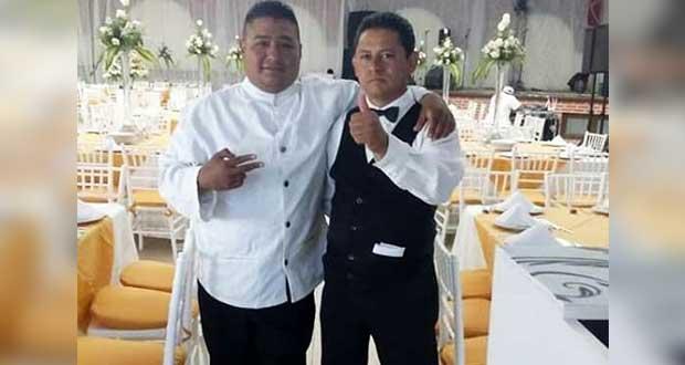 Con ayuda de familia, meseros Luis y Fernando han pasado 4 meses críticos