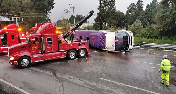 Volcadura de camión en la México-Toluca deja al menos 15 muertos