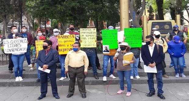 """Por crisis, dan servicio de taxi """"pirata"""" y son detenidos; piden su liberación"""