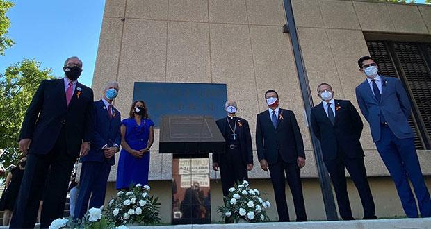 A un año, recuerdan con placa a víctimas del tiroteo en El Paso