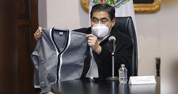 Barbosa presenta el nuevo diseño de uniformes escolares para Puebla
