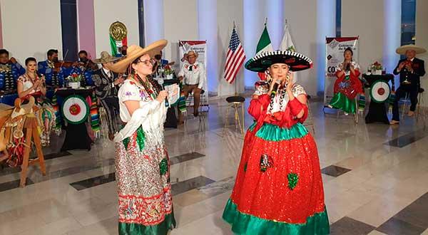A distancia, Segob celebra Grito de Independencia con migrantes poblanos