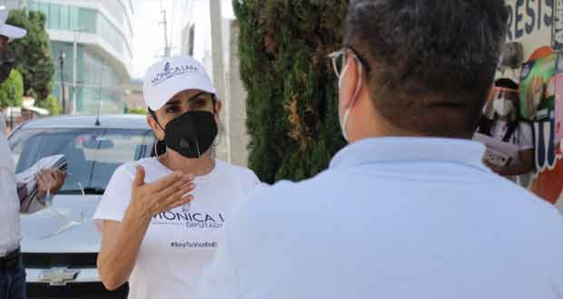 A pie, Mónica Lara informa en su distrito quehacer legislativo
