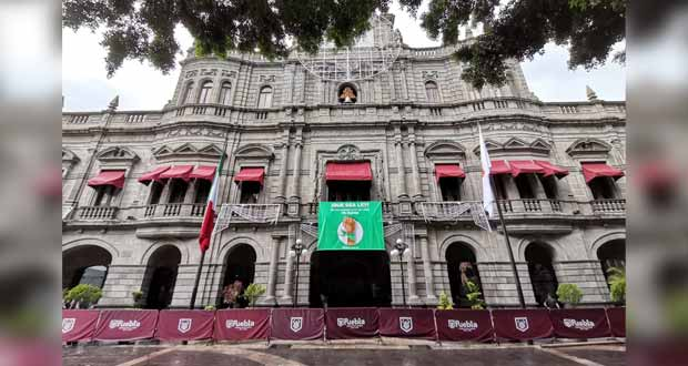 En pocas horas, ponen y quitan lona proaborto de Palacio Municipal