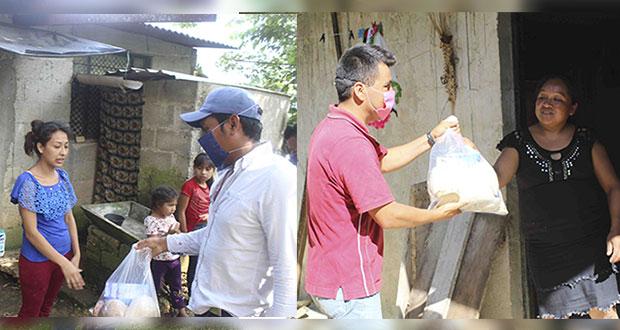 Comuna antorchista de Huitzilan entrega despensas a familiar