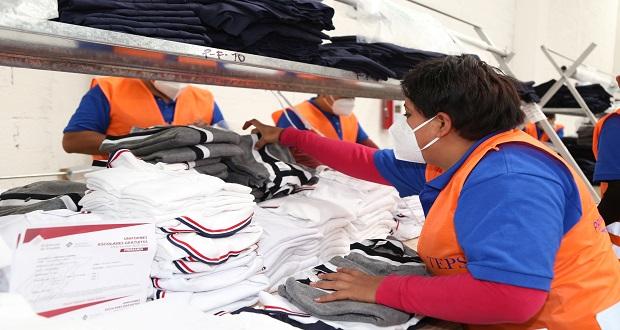 Inicia entrega de uniformes gratuitos en Puebla, informa SEP