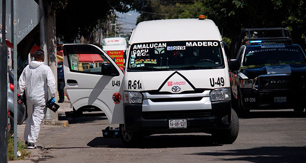 En asalto a ruta 61 A, en Puebla capital, muere pasajera de un paro