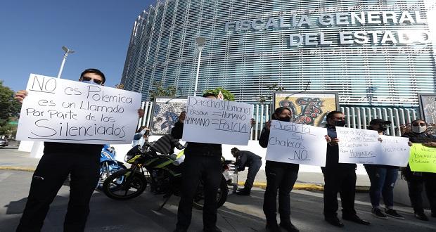 En protesta frente a FGE, policías exigen liberación de dos de sus compañeros