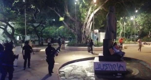 A balazos, policías reprimen protesta contra feminicidios en Cancún