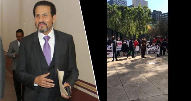 Ahora, afines a Esparza protestan en CDMX para defenderlo ante denuncias