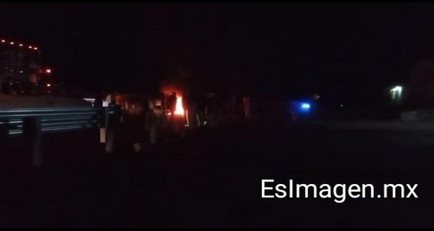 Bloquean la México-Puebla para exigir justicia por violación de menor