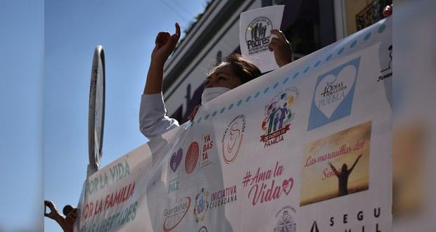 Grupos provida se manifiestan frente al Congreso contra el aborto