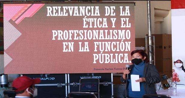Dan plática de ética y profesionalismo a funcionarios de San Andrés
