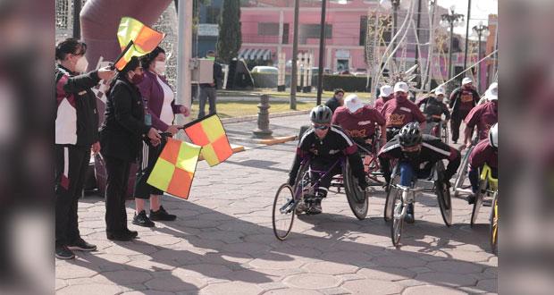 Pérez da banderazo de cuadrangular de baloncesto en silla de ruedas