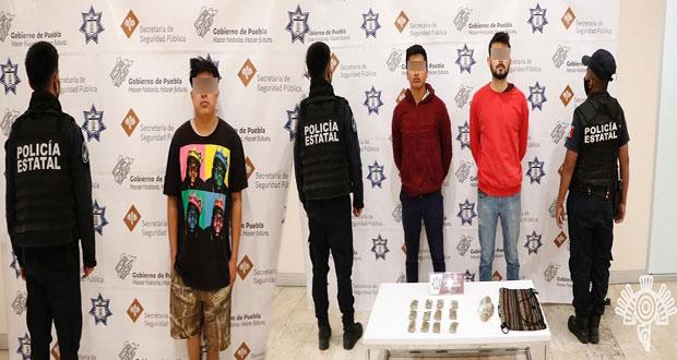 Detienen a tres vendedores de droga por internet