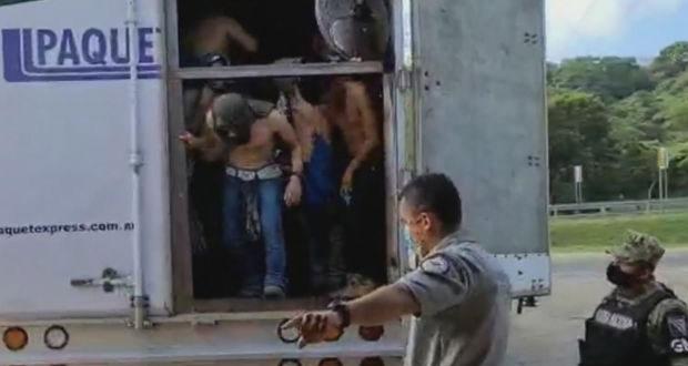 En Veracruz, GN auxilia a 128 migrantes hacinados en camión