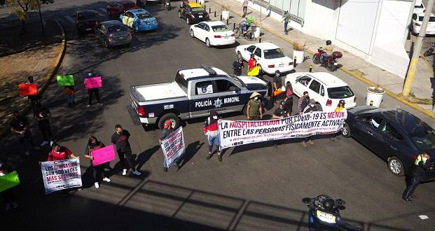 En manifestación, piden apoyos para gimnasios de Puebla