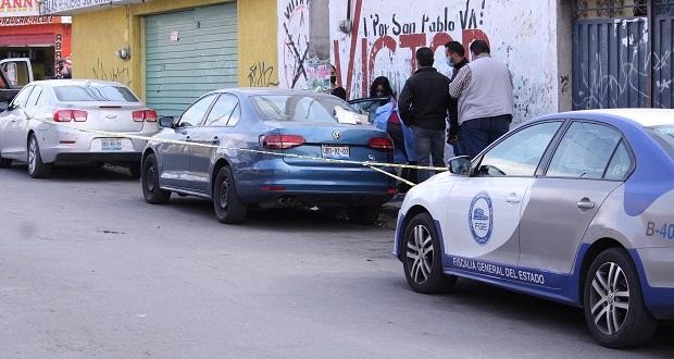 En Xochimehuacán, hallan auto de presunto feminicida de joven en motel