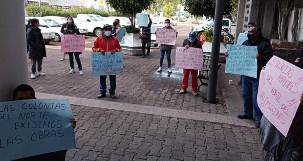 Se manifiestan ante Infraestructura para exigir atención a calles