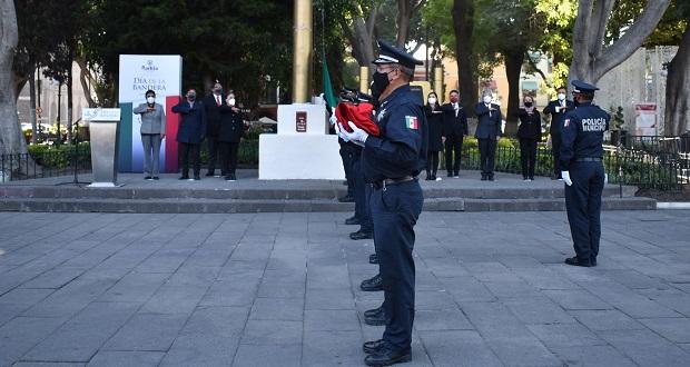 Conmemora ayuntamiento de Puebla Día de la Bandera