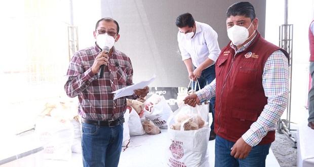 Ayuntamiento de San Andrés entrega apoyos en Acatepec