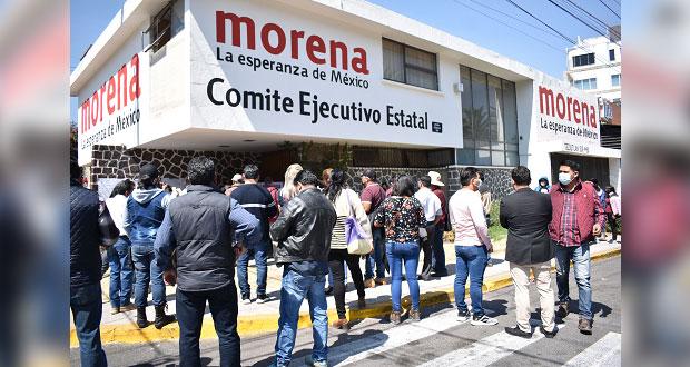 """Bloquean y """"clausuran"""" sede de Morena en Puebla; se oponen a candidaturas"""