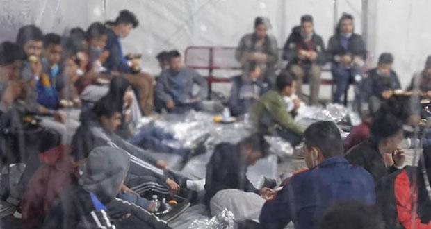 Como Trump, gobierno de Biden hacina a niños migrantes en detención