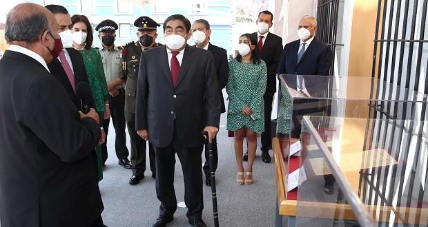Con ofrenda y exposición, gobierno estatal conmemora a Juárez