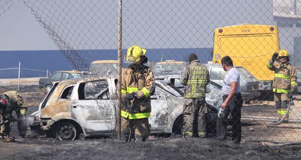 Incendio en Agua Santa quema al menos 20 vehículos de corralón
