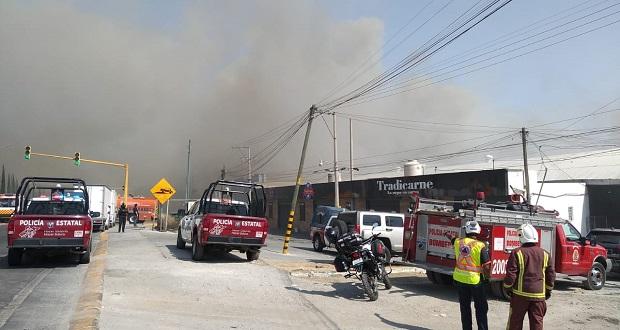 Sofocan incendio en bodega de estopas en San Andrés Cholula