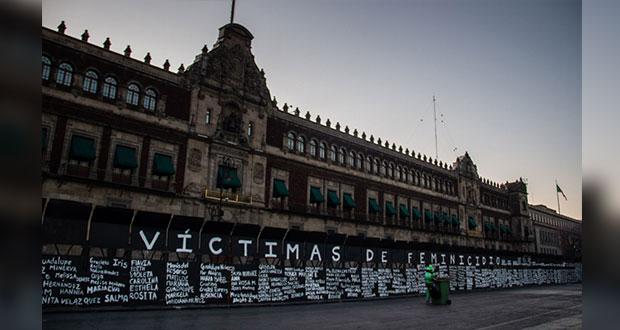 Transforman valla de Palacio Nacional en memorial de feminicidios