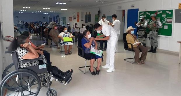 Aplican segunda dosis contra Covid-19 en Tecomatlán