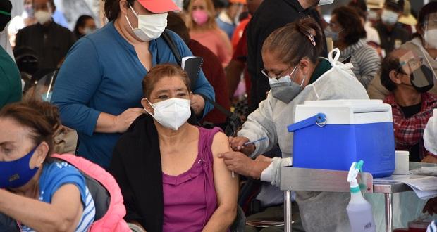 Planean vacunar a 198 mil 400 adultos mayores en Puebla capital