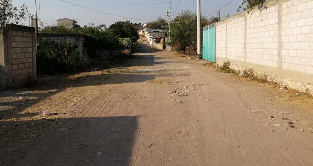 Vecinos de Ayotla piden servicios de drenaje y agua potable