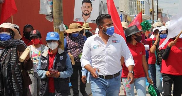 En Tochtepec, Gerardo Campos propone becas y mejorar escuelas