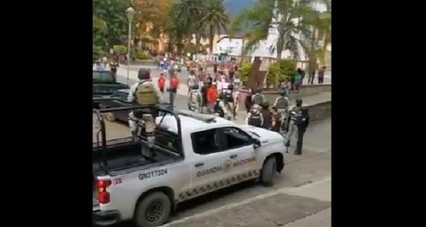 Riña en Pahuatlán deja 3 muertos; exigiendo justicia e incendian patrulla