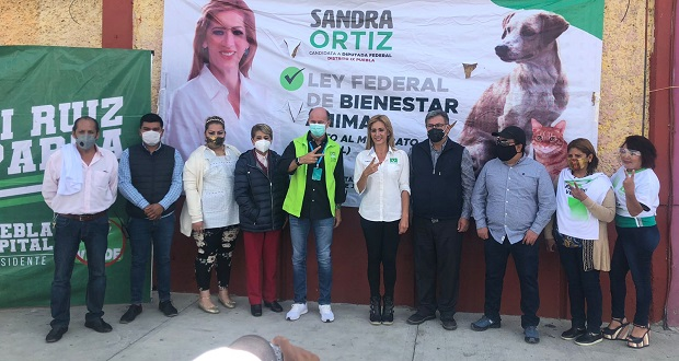 Ruiz Esparza promete mejorar condiciones en Central de Abasto