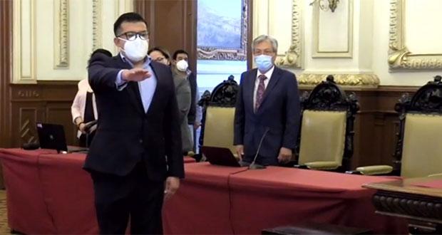 Suplente de Enrique Guevara rinde protesta ante Cabildo de Puebla