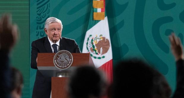 """AMLO anuncia informe """"Quién es quién"""" para exponer noticias falsas"""