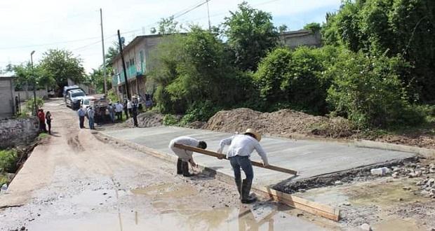 En Tecomatlán, alcaldesa entrega proyecto de obra por 200 mil pesos